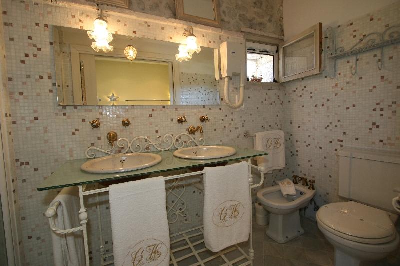 Hab. 203 baño