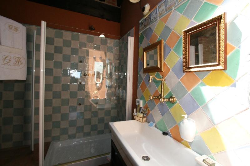 Hab. 303 baño