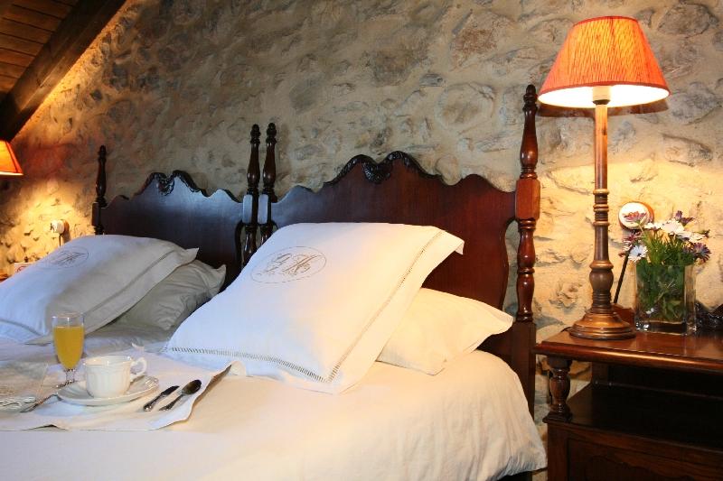 hab. 303 camas